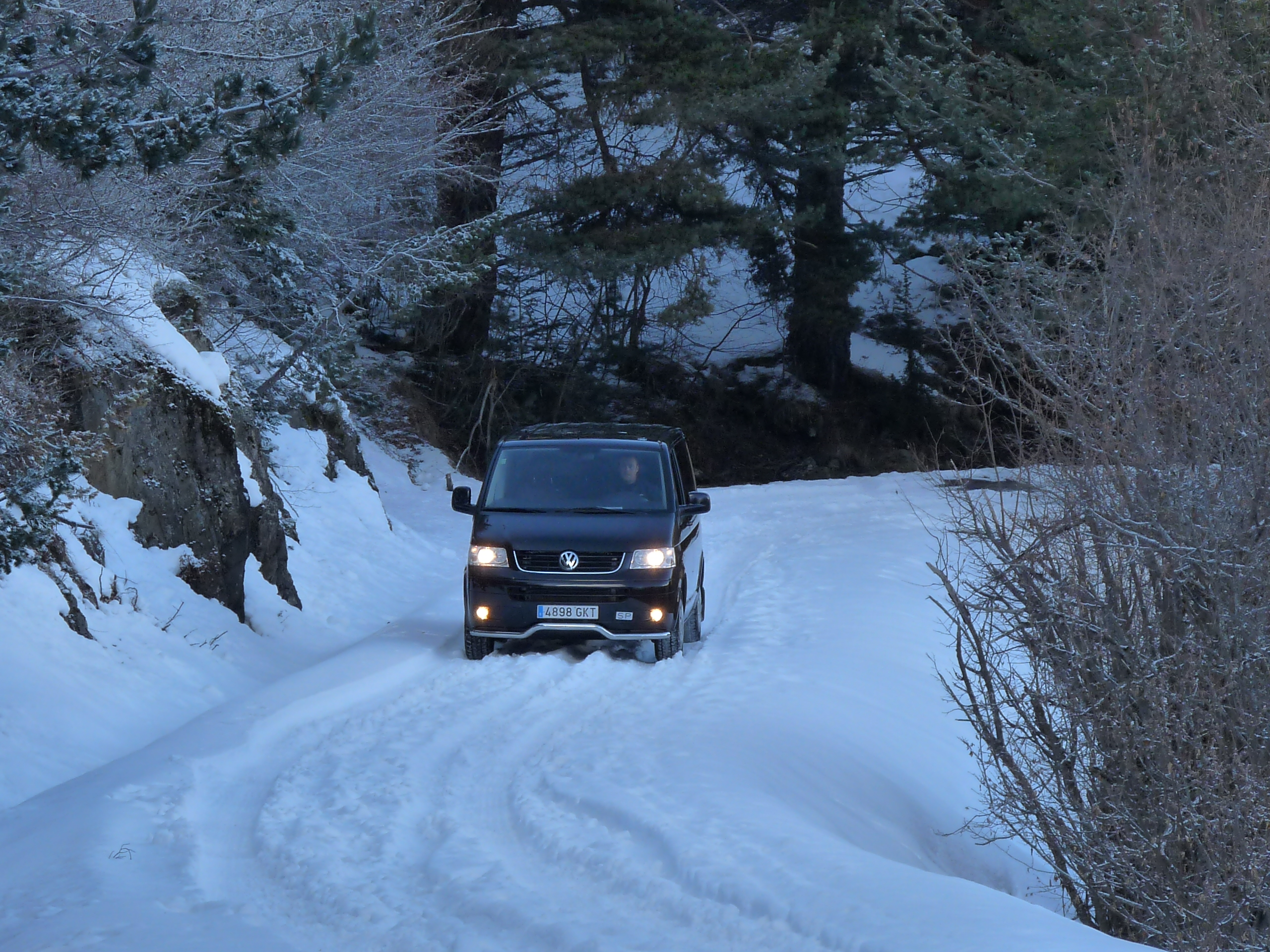 Llega la nieve, también a la carretera.